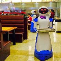 Εστιατόριο στη Κίνα αντικατέστησε το ανθρώπινο προσωπικό με ρομπότ