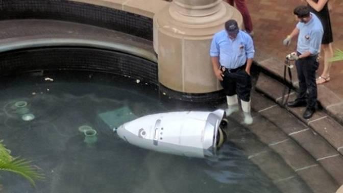 Ρομπότ αυτοκτόνησε για πρώτη φορά βουτώντας σε λιμνούλα σε εμπορικό κέντρο