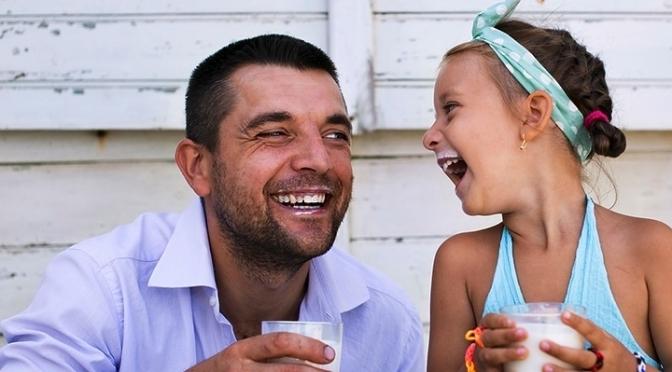 Όταν ο μπαμπάς ασχολείται εξ αρχής με το μωρό, αυτό έχει μετά καλύτερη νοητική ανάπτυξη