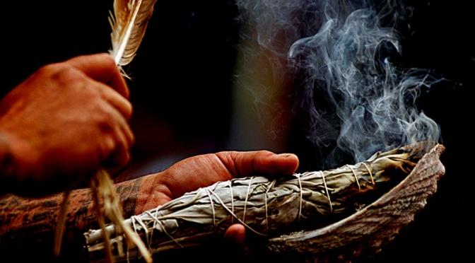 Μελέτες δείχνουν πως το θυμίαμα βοτάνων κάνει πολλά περισσότερα από το να «καθαρίζει τα κακά πνεύματα»
