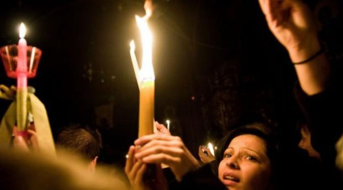 Πού σε χαλάει αν το Άγιο Φως ανάβει με αναπτήρα;