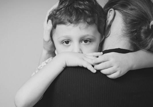 Οι υπερπροστατευτικοί γονείς δημιουργούν αδύναμους ενήλικες