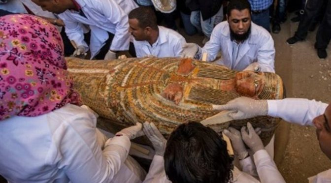 Κρύπτη στο Λούξορ έβγαλε θησαυρό: 30 σαρκοφάγους τριών χιλιάδων ετών!