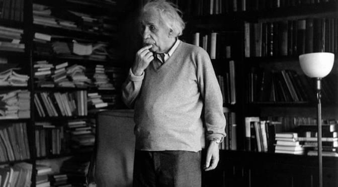 8 αλήθειες του Αϊνστάιν σχετικά με τον πόλεμο: – Δεν γνωρίζω με τι είδους όπλα θα γίνει ο τρίτος παγκόσμιος, αλλά ο τέταρτος παγκόσμιος θα γίνει με πέτρες και ξύλα…