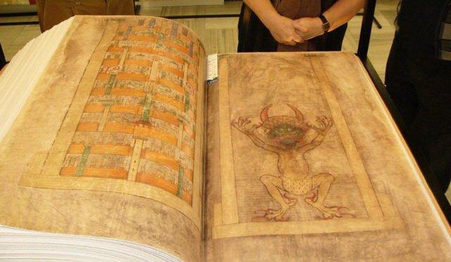 Οι σελίδες που κόπηκαν από την «Βίβλο του Διαβόλου» ίσως περιγράφουν ένα φρικαλέο τελετουργικό