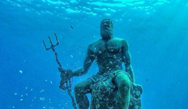 Η Ελλάδα είναι παντού: Άγαλμα του Ποσειδώνα σε νησί της Καραϊβικής