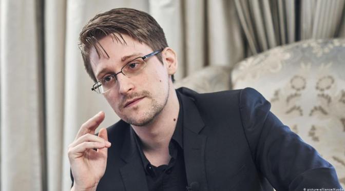 Edward Snowden: Πώς το κινητό τηλέφωνό σου σε παρακολουθεί (βίντεο)