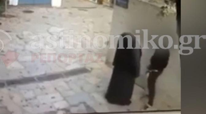 Βίντεο-σοκ: Ιερέας ασελγεί σε νεαρό σε στενό της Πλάκας
