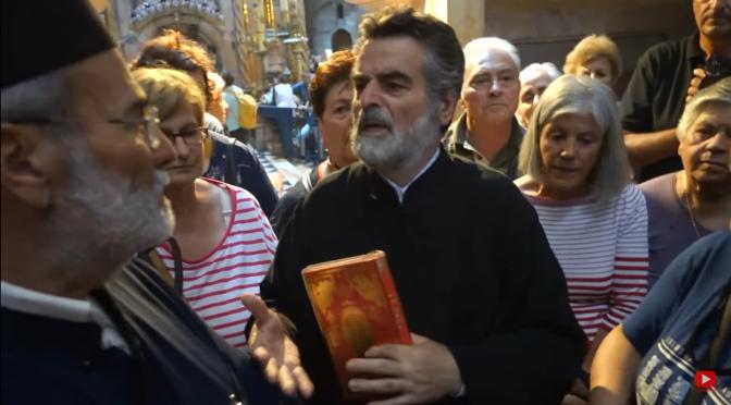Αγιοταφίτης: «Το Άγιο Φως ανάβει από καντήλι. Δεν λέμε την αλήθεια στους πιστούς» (βίντεο)