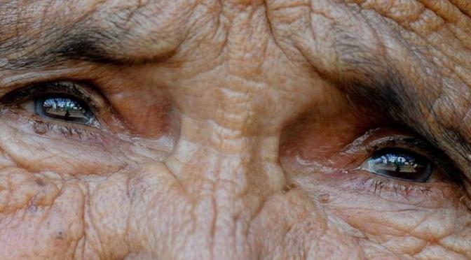 Ικαρία: Γυναίκα 117 ετών, έβγαλε νέα μαλλιά και 7 δόντια!