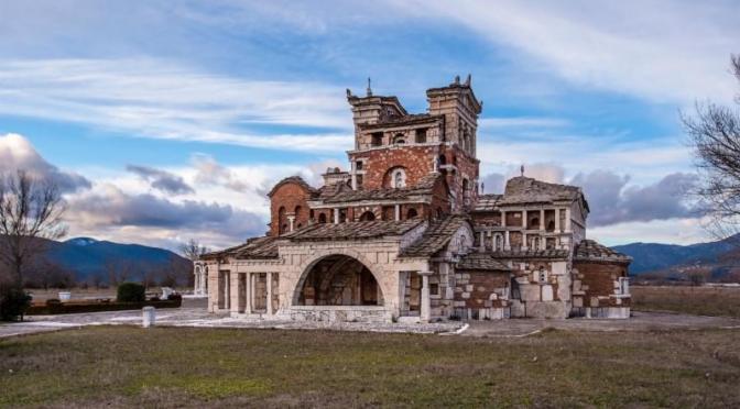 Η πιο παράξενη εκκλησία της Ελλάδας (ΦΩΤΟ+ΒΙΝΤΕΟ)